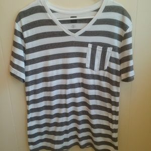 BDG GRAY AND WHITE STRIPED T-SHIRT.  SIZE SMALL